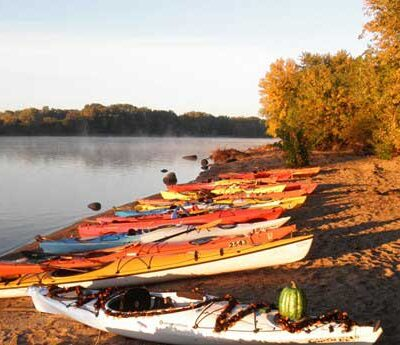 Kayakng-on-the-Illinois_Web